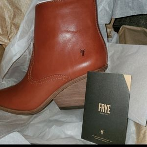 NWT FRYE WOMENS AMADO WEDGE SHORT LEATHER BOOTS